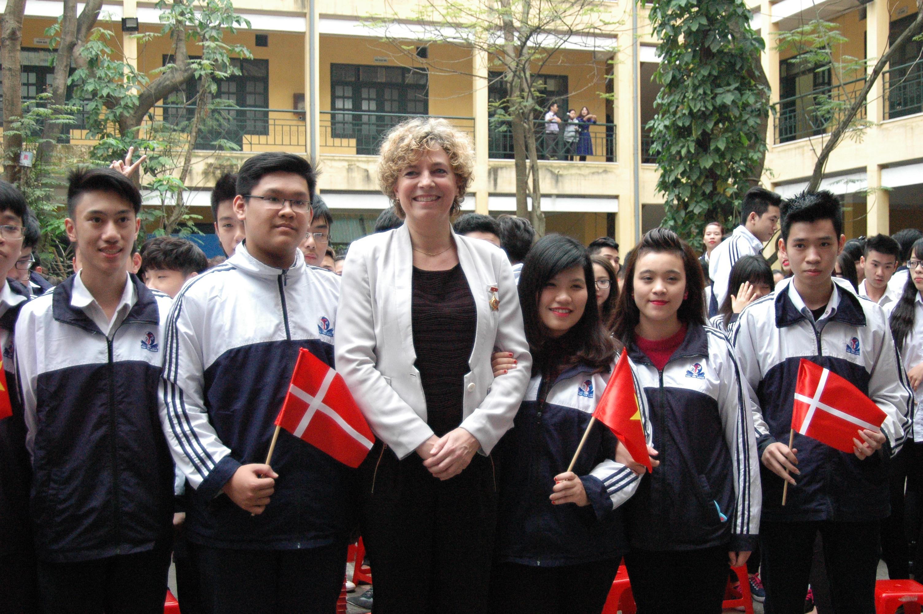 Bộ trưởng Giáo dục Đan Mạch thăm trường THPT Đinh Tiên Hoàng